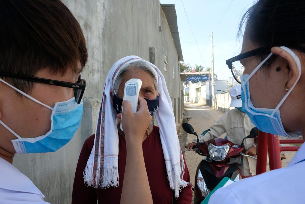 Cận cảnh thôn Văn Lâm 3, nơi cách ly 981 hộ dân liên quan đến bệnh nhân 61 - Ảnh 2.