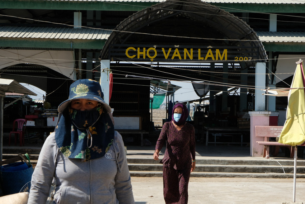 Cận cảnh thôn Văn Lâm 3, nơi cách ly 981 hộ dân liên quan đến bệnh nhân 61 - Ảnh 10.