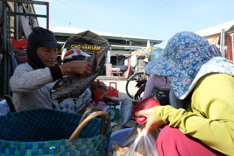 Cận cảnh thôn Văn Lâm 3, nơi cách ly 981 hộ dân liên quan đến bệnh nhân 61 - Ảnh 11.