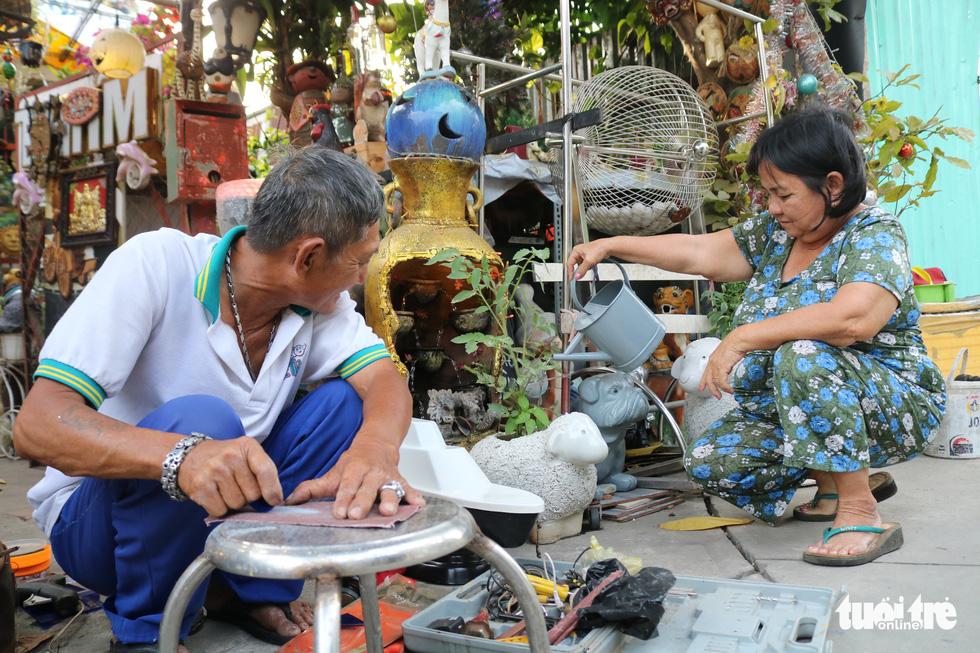 Cụ ông 71 tuổi mê tái chế rác thải - Ảnh 5.