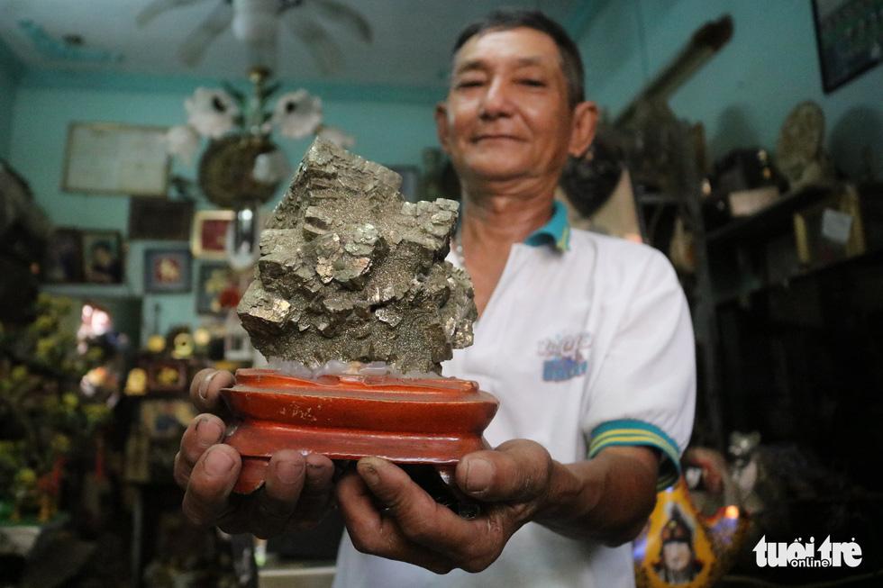 Cụ ông 71 tuổi mê tái chế rác thải - Ảnh 6.