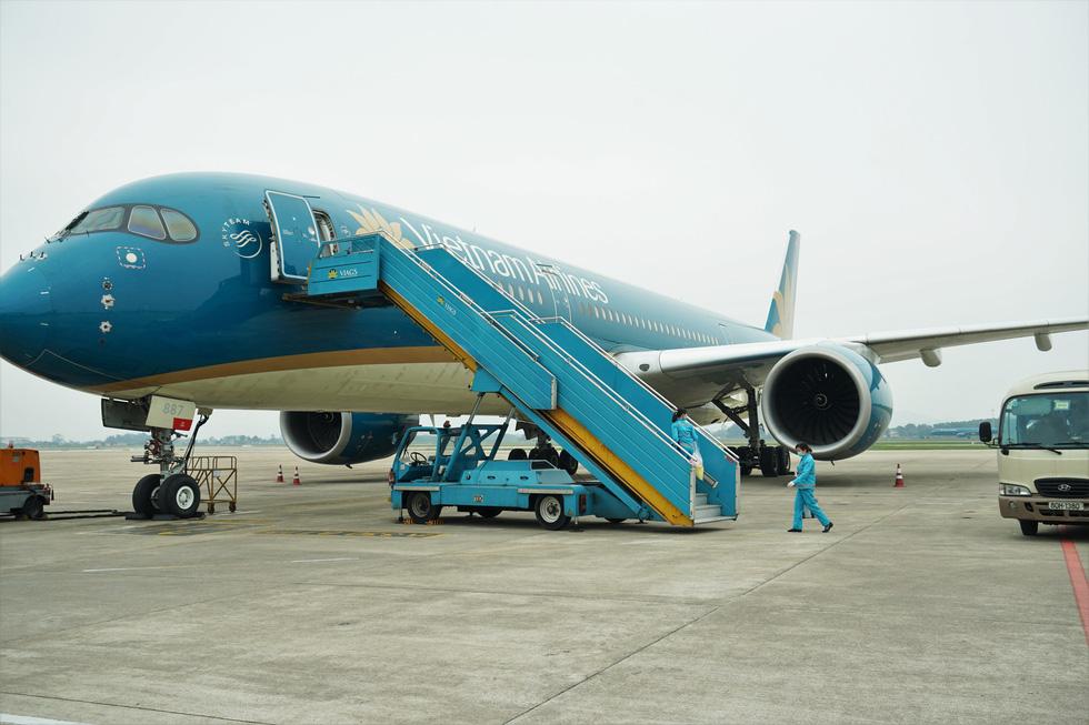 Vietnam Airlines vệ sinh, khử trùng các chuyến bay trong nước thế nào? - Ảnh 8.
