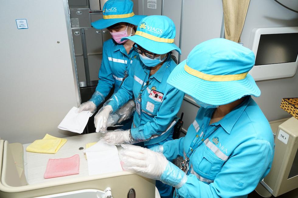 Vietnam Airlines vệ sinh, khử trùng các chuyến bay trong nước thế nào? - Ảnh 2.