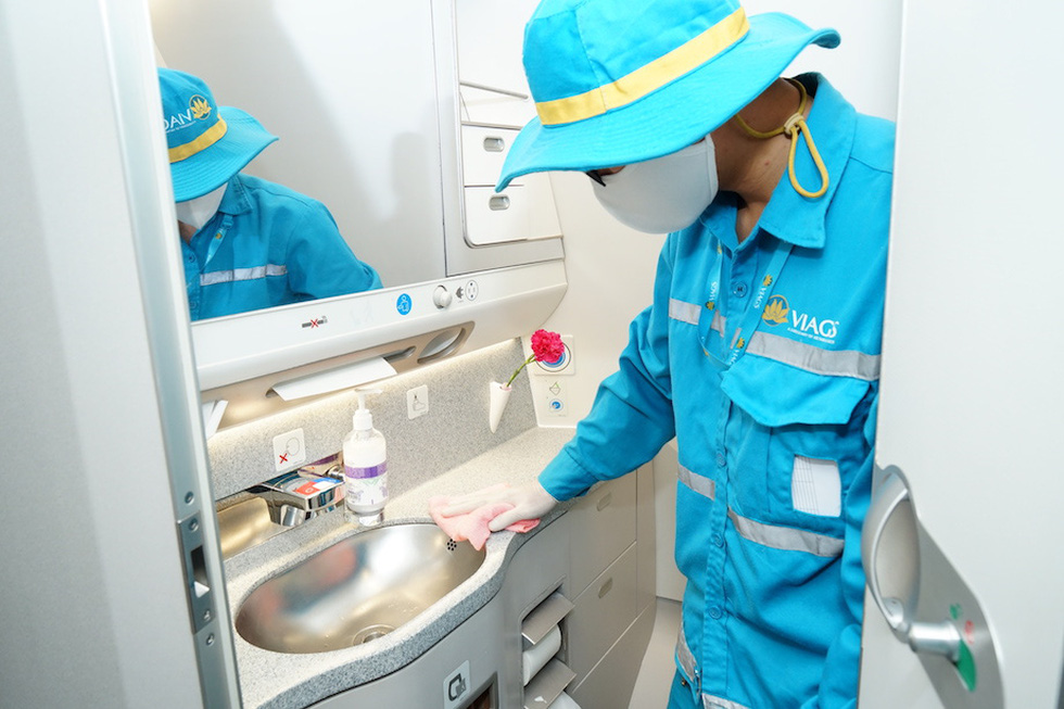 Vietnam Airlines vệ sinh, khử trùng các chuyến bay trong nước thế nào? - Ảnh 5.
