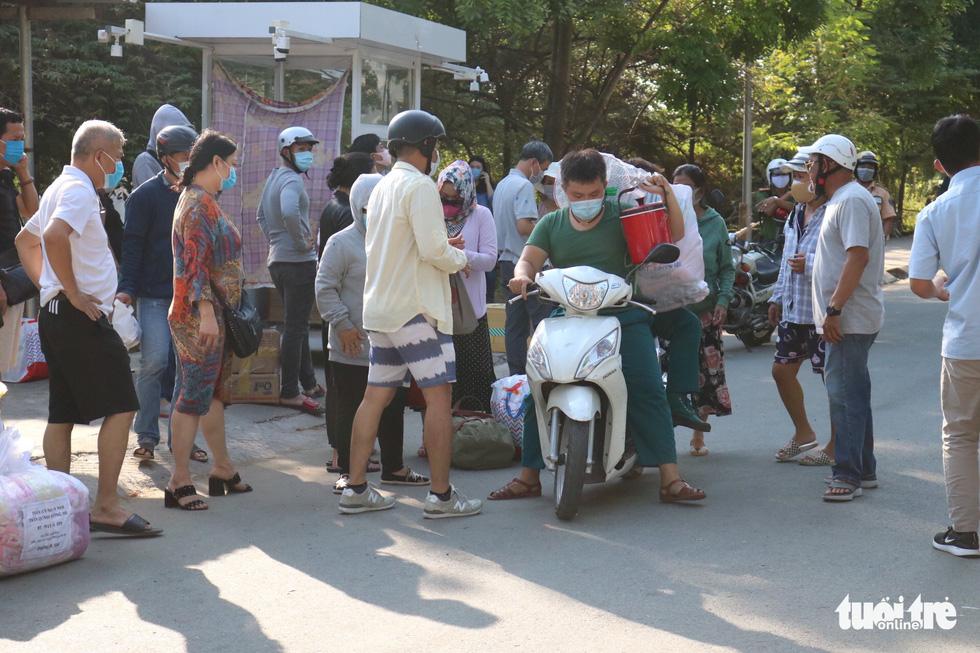 Trung tâm Giáo dục quốc phòng ĐHQG TP.HCM đón gần 1.000 người cách ly - Ảnh 8.