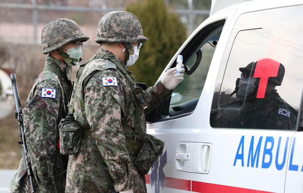 Binh sĩ Hàn Quốc được huy động nhiều nhất có thể để dập dịch ở Daegu - Ảnh 2.