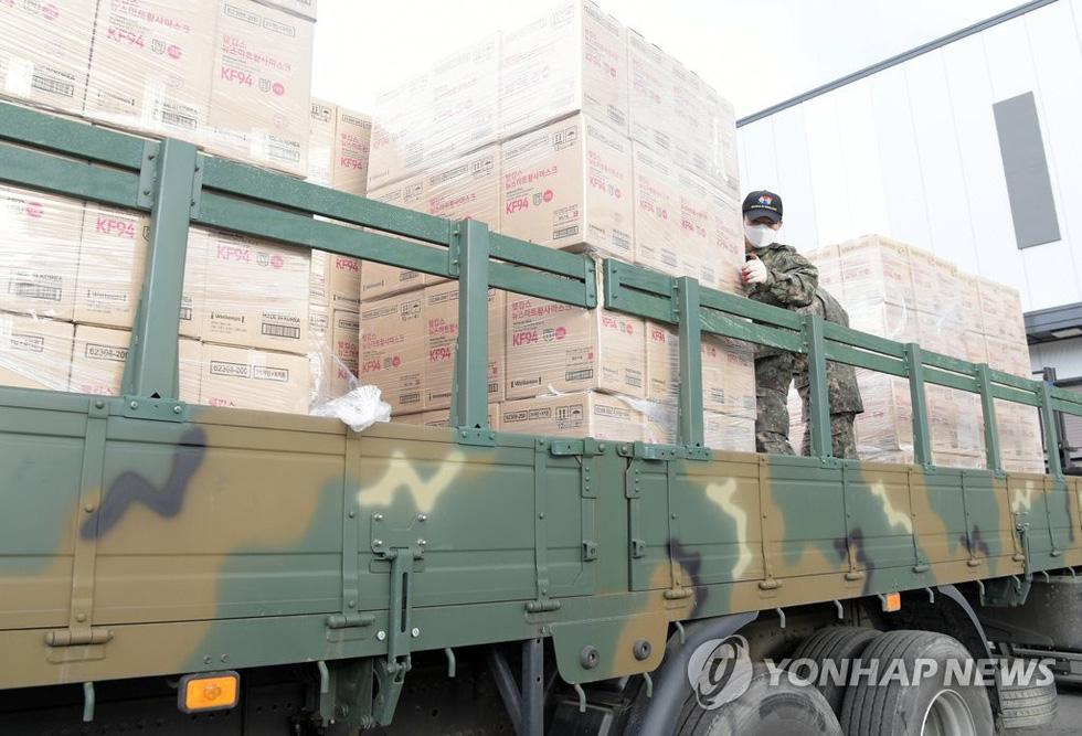 Binh sĩ Hàn Quốc được huy động nhiều nhất có thể để dập dịch ở Daegu - Ảnh 6.