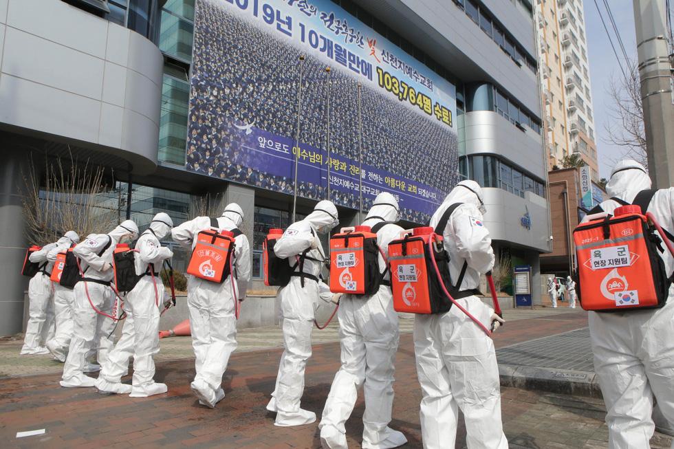 Binh sĩ Hàn Quốc được huy động nhiều nhất có thể để dập dịch ở Daegu - Ảnh 7.