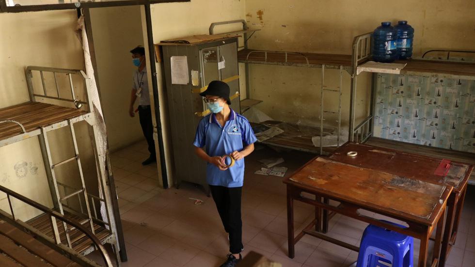 Đội phản ứng nhanh tình nguyện dọn dẹp ký túc xá - Ảnh 6.