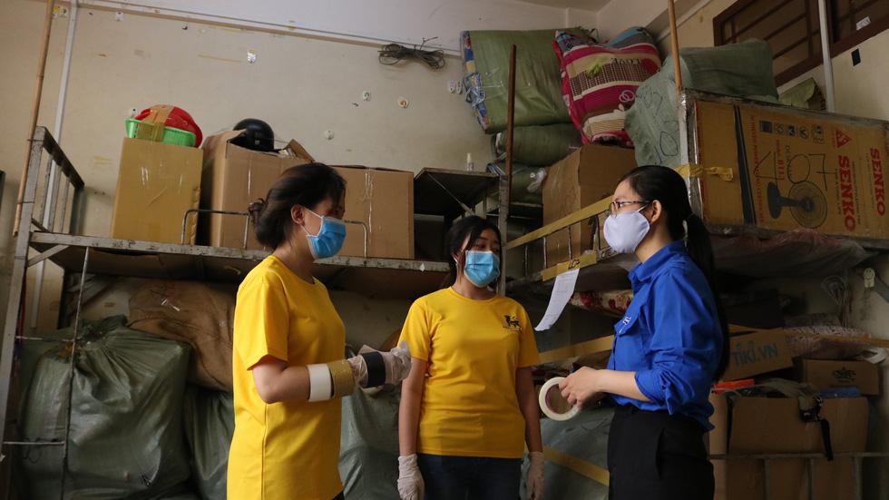Đội phản ứng nhanh tình nguyện dọn dẹp ký túc xá - Ảnh 10.