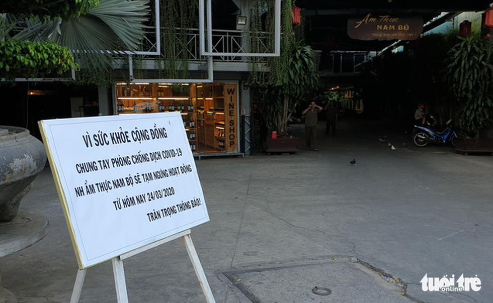 Hàng quán ở TP.HCM đồng loạt tạm đóng cửa dù bất ngờ - Ảnh 23.