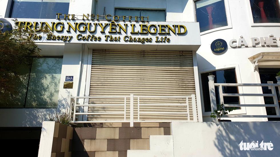 Hàng quán ở TP.HCM đồng loạt tạm đóng cửa dù bất ngờ - Ảnh 12.