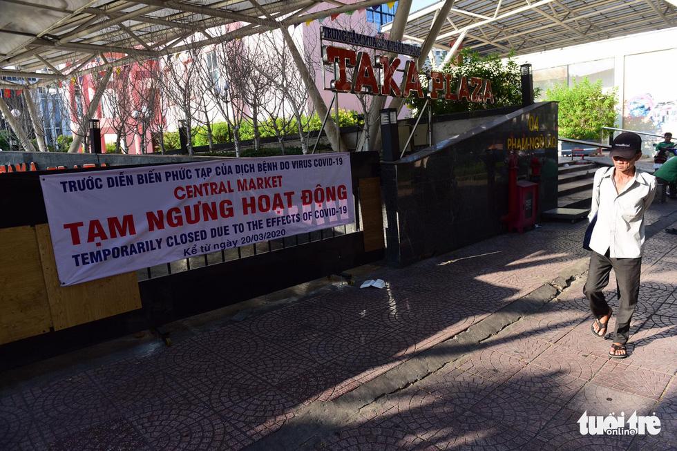 Hàng quán ở TP.HCM đồng loạt tạm đóng cửa dù bất ngờ - Ảnh 7.