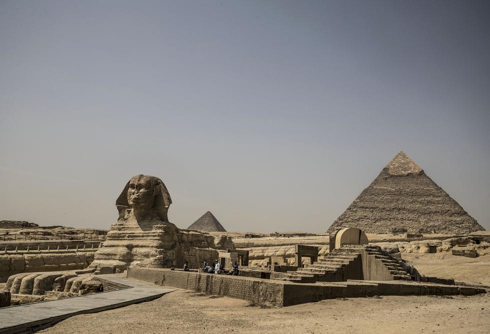 Các điểm du lịch nổi tiếng thế giới không một bóng người vì dịch COVID-19 - Ảnh 2.