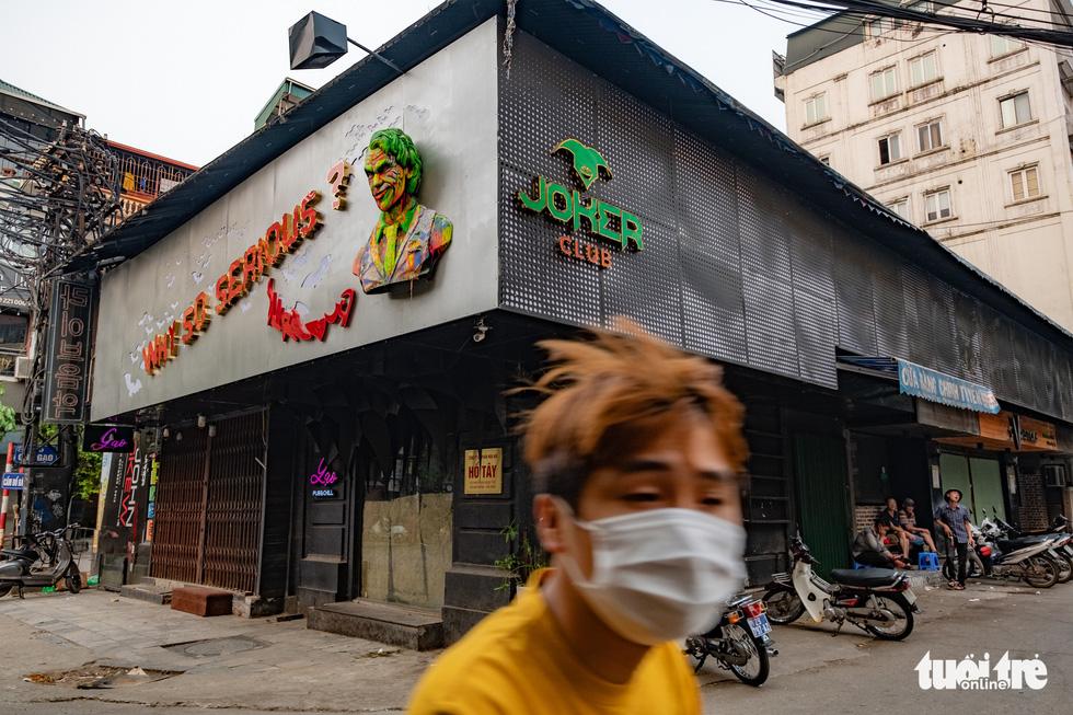 Hà Nội trước giờ đóng cửa các cơ sở kinh doanh để chống dịch COVID-19 - Ảnh 9.