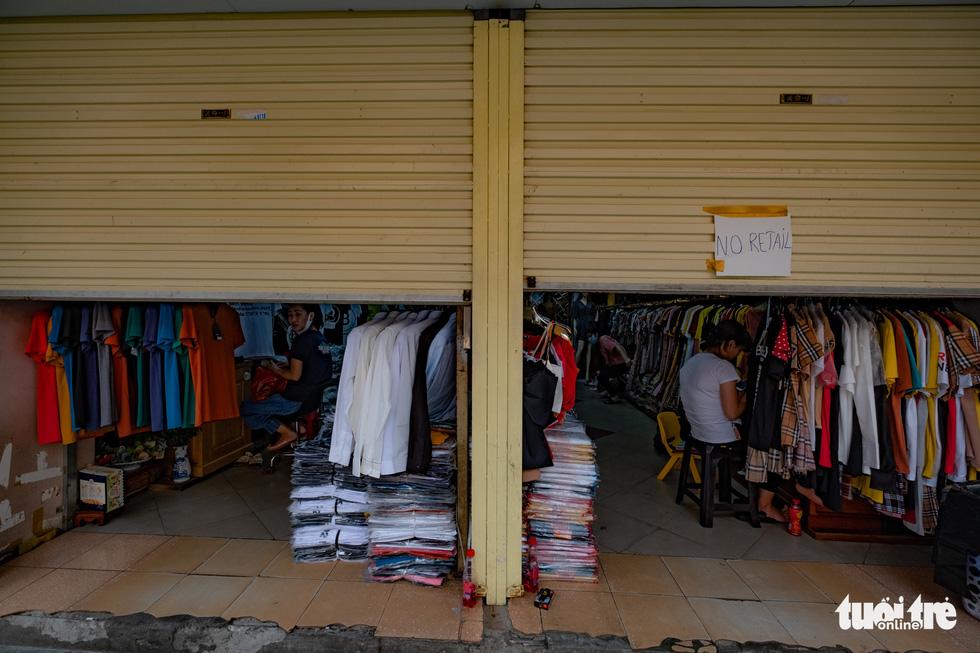 Hà Nội trước giờ đóng cửa các cơ sở kinh doanh để chống dịch COVID-19 - Ảnh 7.