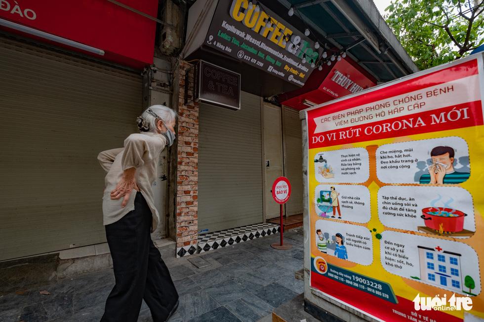 Hà Nội trước giờ đóng cửa các cơ sở kinh doanh để chống dịch COVID-19 - Ảnh 6.