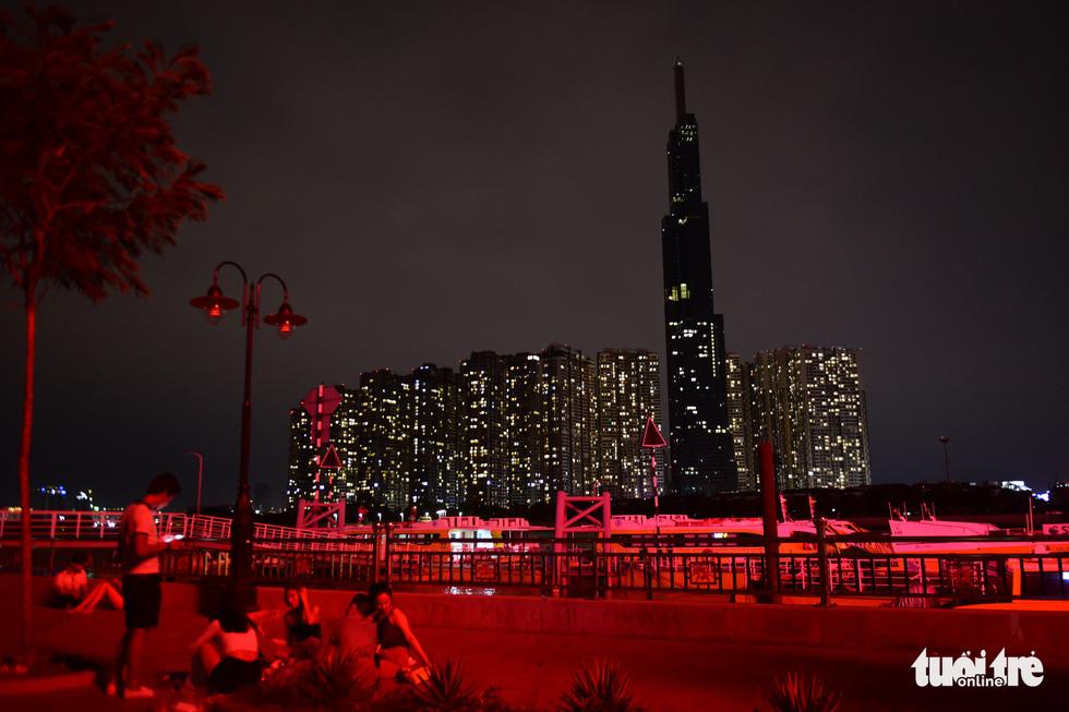 TP.HCM: Đồng loạt tắt đèn hưởng ứng Giờ Trái đất - Ảnh 2.