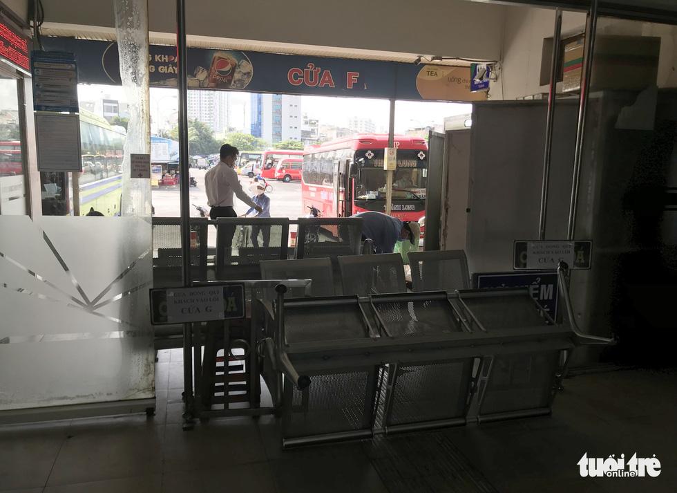 Các bến xe tại TP.HCM kiểm soát chặt khách đi lại - Ảnh 3.