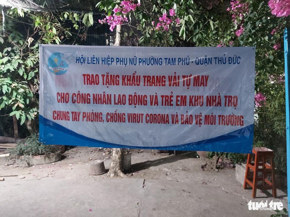 Những cô thợ may khẩu trang miễn phí phát cho công nhân, lao động nghèo ở Sài Gòn - Ảnh 7.
