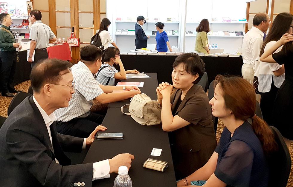 Hội sách TP.HCM: Để xứng tầm sự kiện văn hóa không chỉ cho người dân Sài Gòn - Ảnh 1.