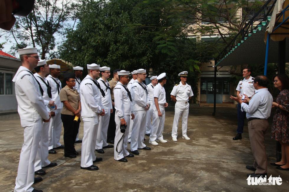 Hải quân Mỹ nhảy Gangnam style trong trung tâm dạy nghề ở Đà Nẵng - Ảnh 3.