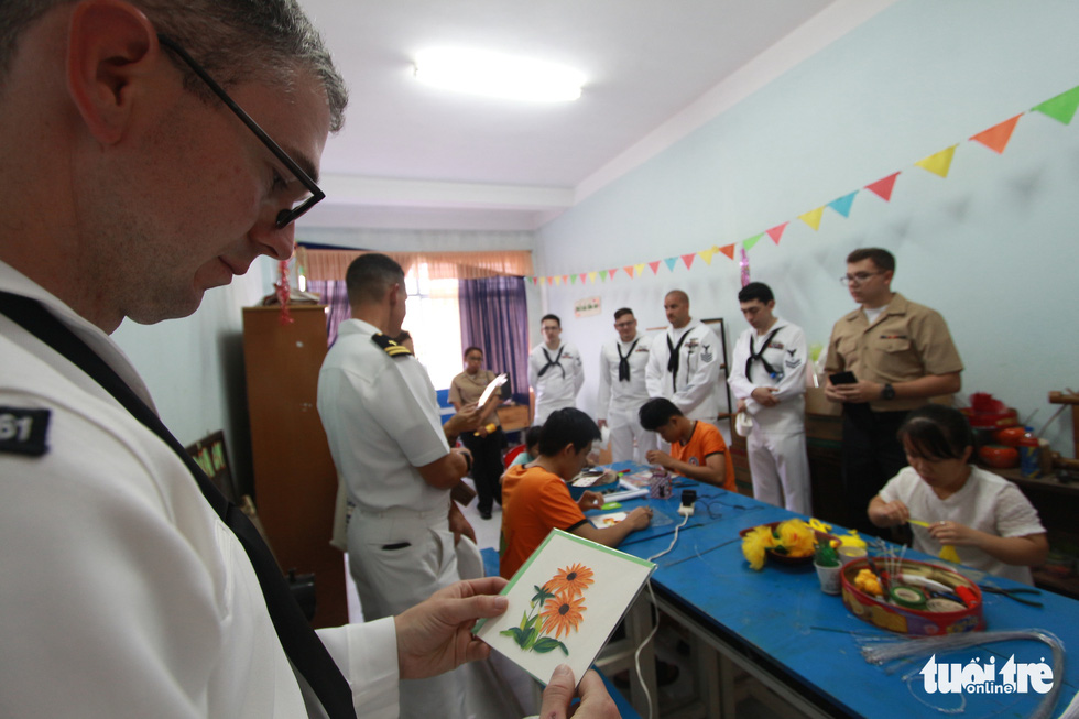 Hải quân Mỹ nhảy Gangnam style trong trung tâm dạy nghề ở Đà Nẵng - Ảnh 5.
