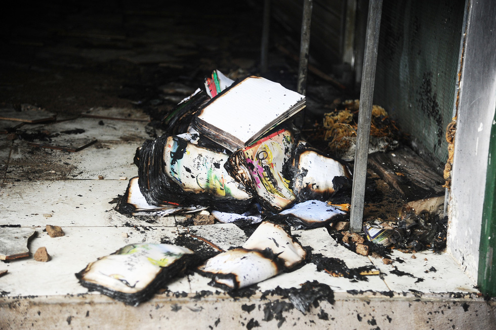 Tiểu thương ngất xỉu khi thấy hàng hóa ở kiôt của chợ cháy dữ dội - Ảnh 8.