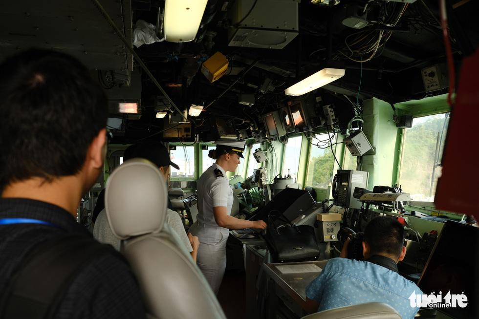 Bên trong tuần dương hạm USS Bunker Hill đang ghé thăm Đà Nẵng - Ảnh 14.