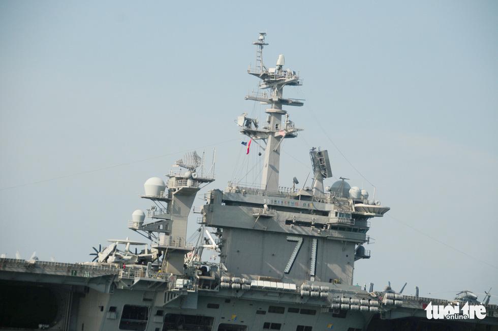 Bên trong tàu sân bay USS Theodore Roosevelt đang neo tại vịnh Đà Nẵng - Ảnh 2.