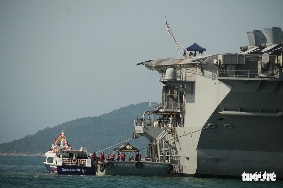 Bên trong tàu sân bay USS Theodore Roosevelt đang neo tại vịnh Đà Nẵng - Ảnh 3.