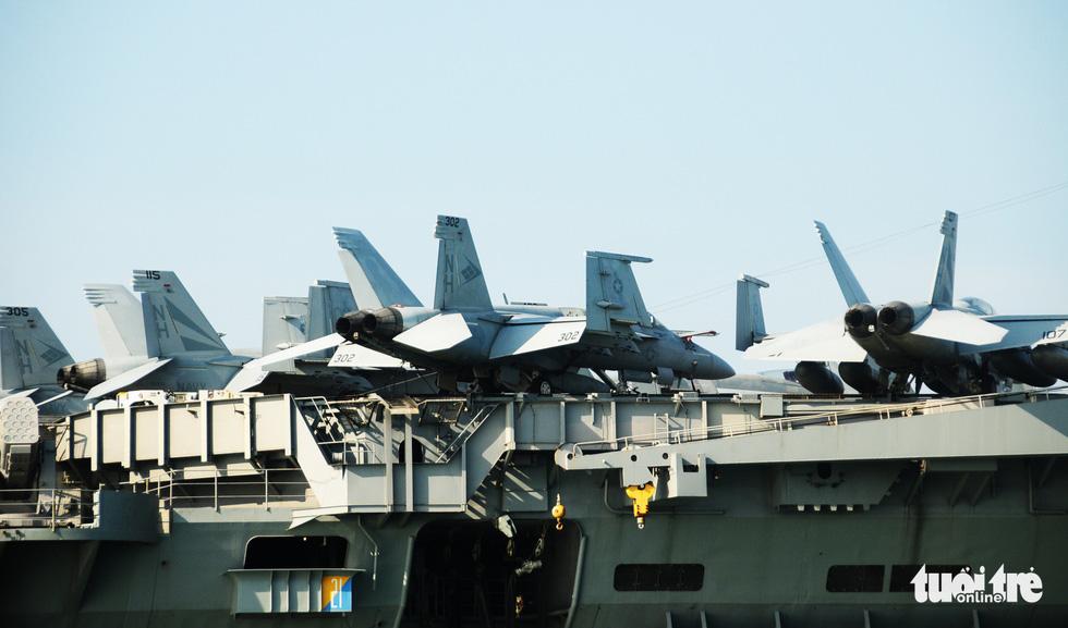 Bên trong tàu sân bay USS Theodore Roosevelt đang neo tại vịnh Đà Nẵng - Ảnh 4.