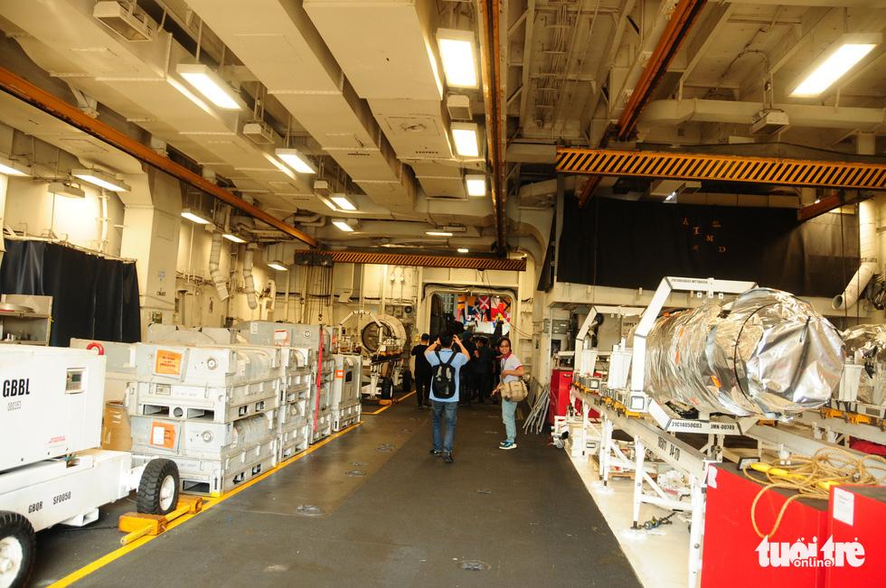 Bên trong tàu sân bay USS Theodore Roosevelt đang neo tại vịnh Đà Nẵng - Ảnh 5.