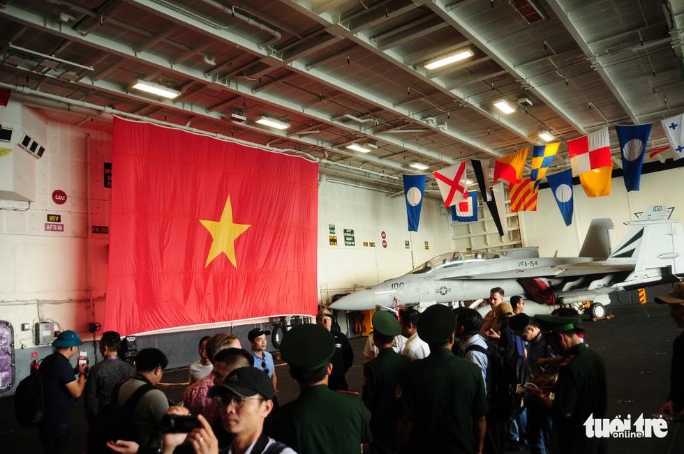 Bên trong tàu sân bay USS Theodore Roosevelt đang neo tại vịnh Đà Nẵng - Ảnh 7.