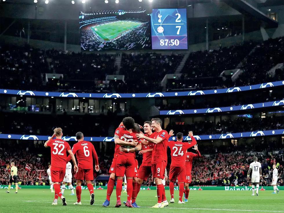 Những khoảnh khắc đáng nhớ tại Champions League mùa này trước khi hoãn - Ảnh 5.
