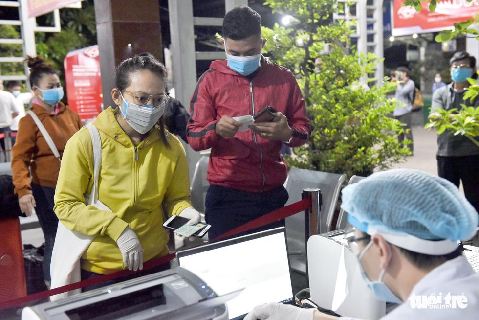 Ga Sài Gòn triển khai lấy mẫu xét nghiệm cho tất cả hành khách - Ảnh 7.