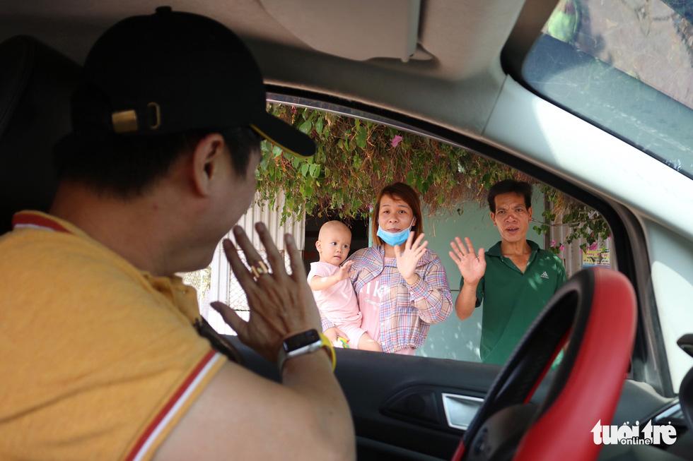 Ấm áp chuyến xe miễn phí đưa bệnh nhi về quê trong mùa dịch COVID-19 - Ảnh 6.
