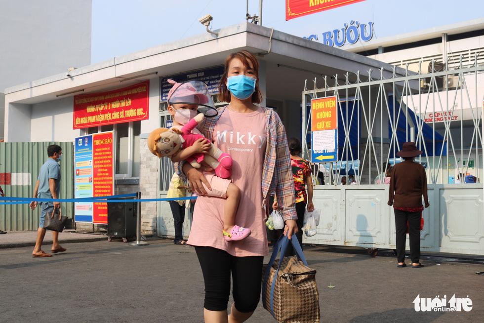 Ấm áp chuyến xe miễn phí đưa bệnh nhi về quê trong mùa dịch COVID-19 - Ảnh 2.