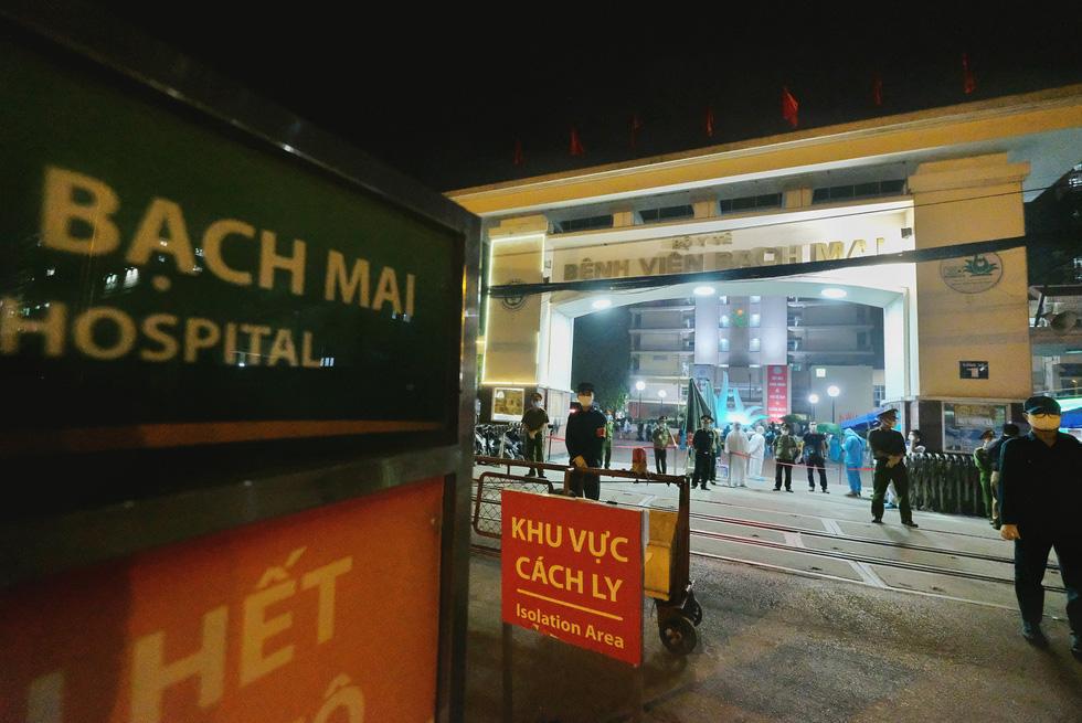 Bệnh viện Bạch Mai hết cách ly từ 0h ngày 12-4, sẽ hoạt động lại vào đầu tháng 5 - Ảnh 1.