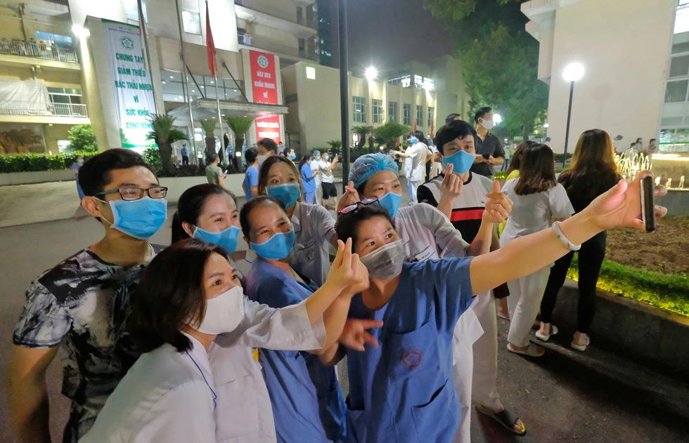 Bệnh viện Bạch Mai hết cách ly từ 0h ngày 12-4, sẽ hoạt động lại vào đầu tháng 5 - Ảnh 7.