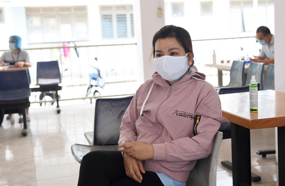 Công nhân thấy an tâm khi được xét nghiệm sàng lọc COVID-19 - Ảnh 6.