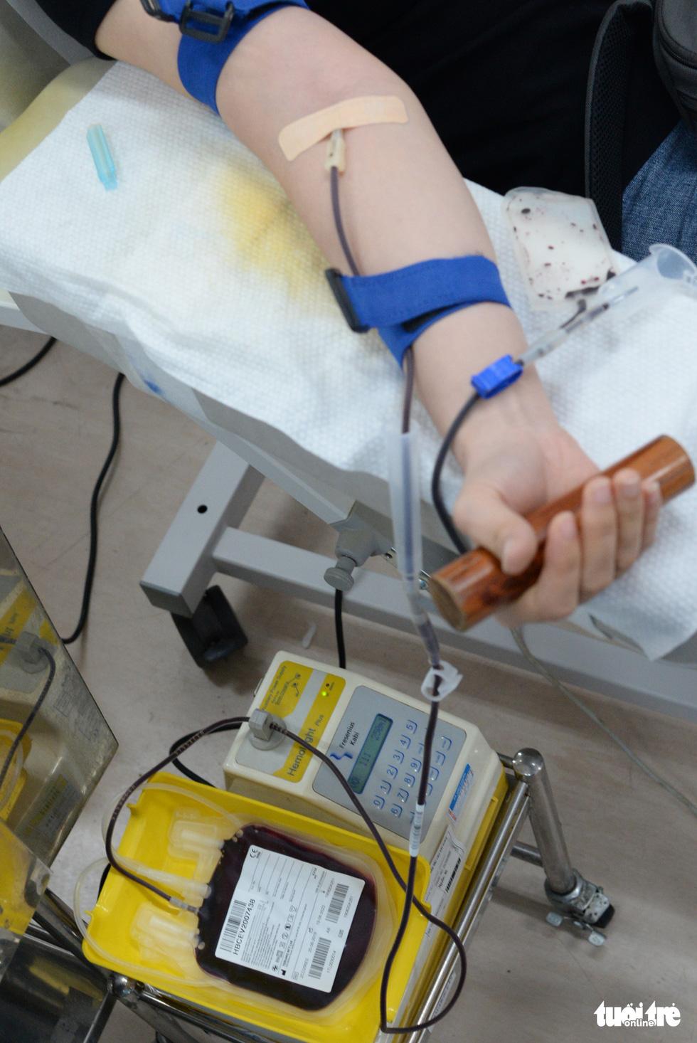 Hiến máu hiếm mùa COVID-19 - Ảnh 13.
