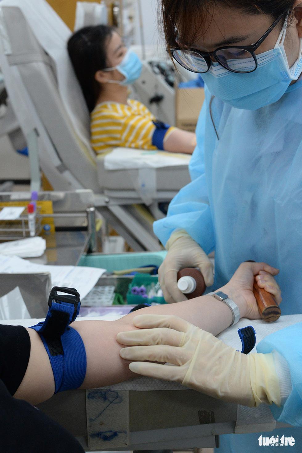 Hiến máu hiếm mùa COVID-19 - Ảnh 12.
