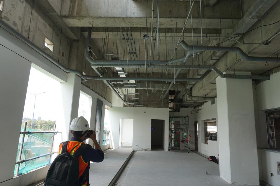 Cận cảnh metro số 1 Bến Thành - Suối Tiên đang hoàn thiện - Ảnh 4.
