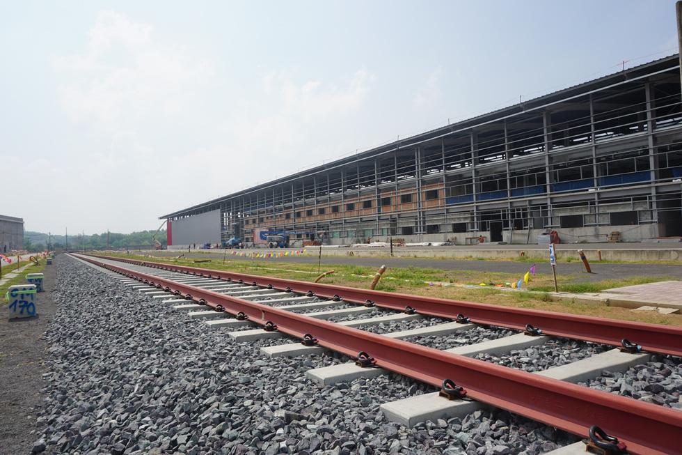 Cận cảnh metro số 1 Bến Thành - Suối Tiên đang hoàn thiện - Ảnh 5.
