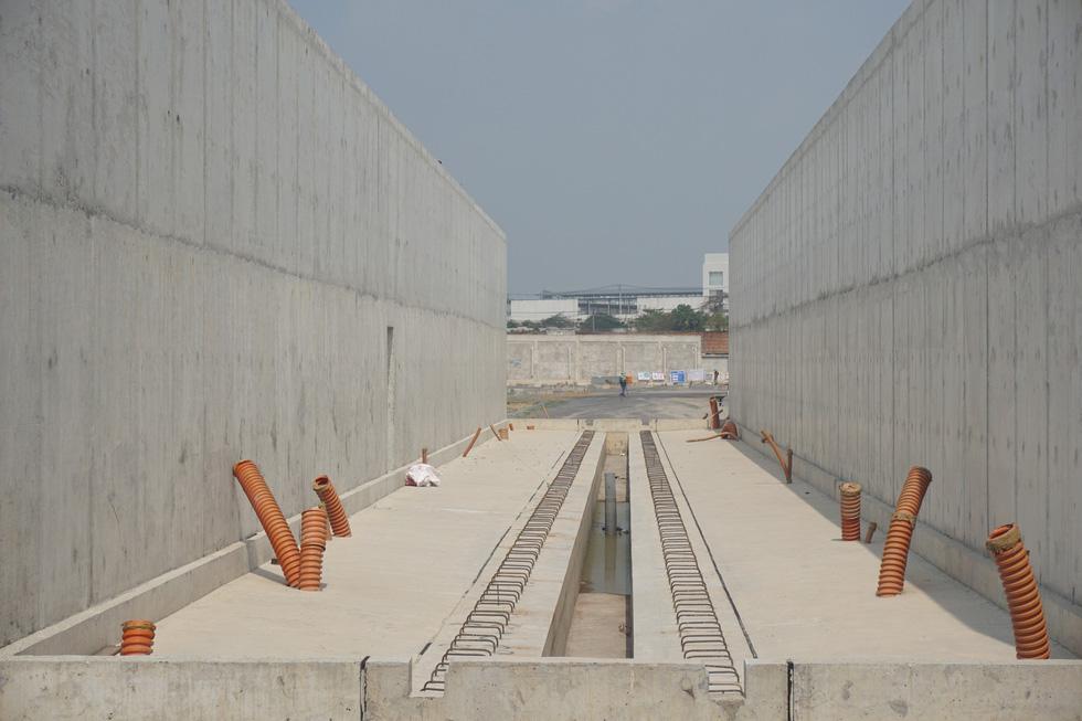 Cận cảnh metro số 1 Bến Thành - Suối Tiên đang hoàn thiện - Ảnh 8.
