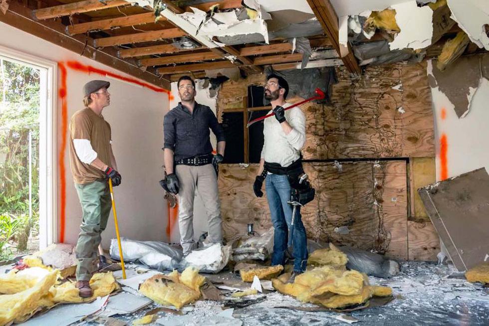 Brad Pitt tự tay sửa nhà cho bạn thân, được khen là quý ông đích thực - Ảnh 6.