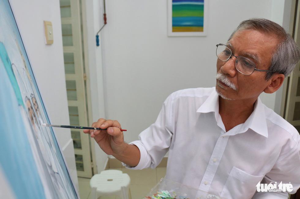 Vẽ tranh cổ động tiếp thêm tinh thần cho y bác sĩ chống dịch COVID-19 - Ảnh 1.