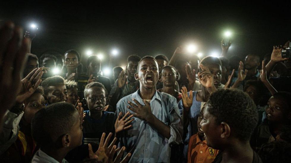 Phóng viên Nhật đoạt Ảnh của năm Giải ảnh báo chí thế giới với cuộc nổi dậy ở Sudan - Ảnh 1.