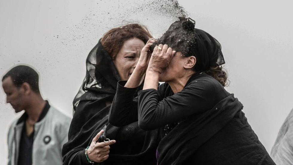 Phóng viên Nhật đoạt Ảnh của năm Giải ảnh báo chí thế giới với cuộc nổi dậy ở Sudan - Ảnh 2.
